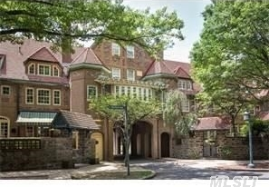 150 Greenway Terrace #6e, Forest Hills, NY 11375