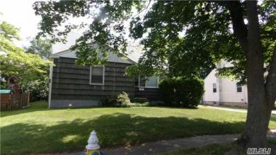 2403 Oxford St, East Meadow, NY 11554