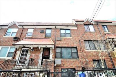 Photo of 67-40 Burns St, Forest Hills, NY 11375