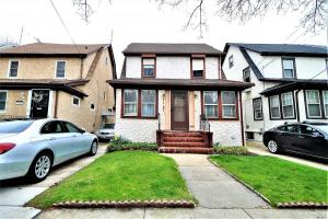 71-27 Loubet St, Forest Hills, NY 11375