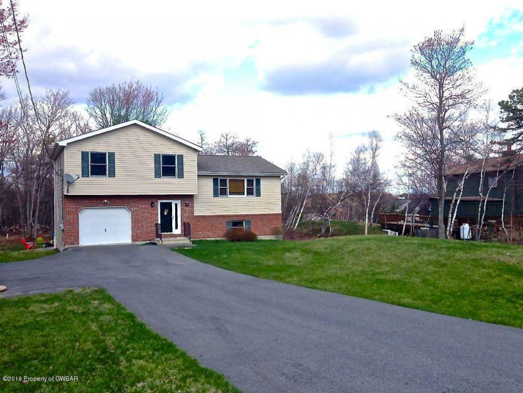 198 Overland Dr, Long Pond, PA 18334
