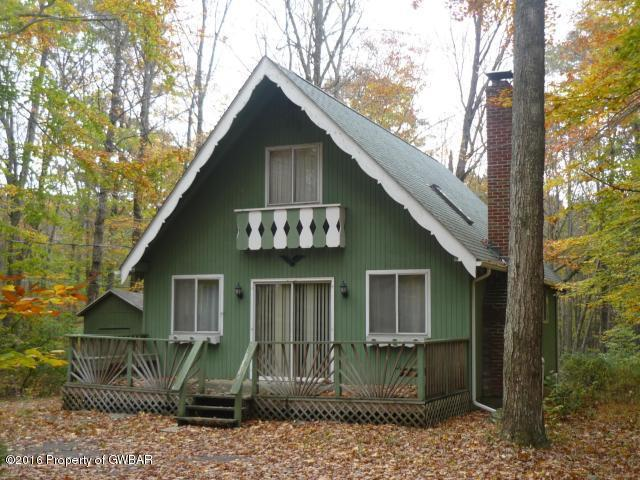112 Marthas Ln, Pocono Lake, PA 18347