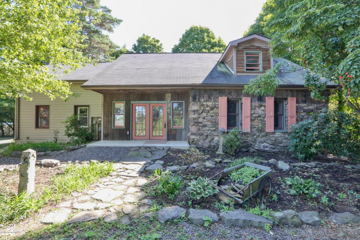 205 Manor Dr, Shavertown, PA 18708