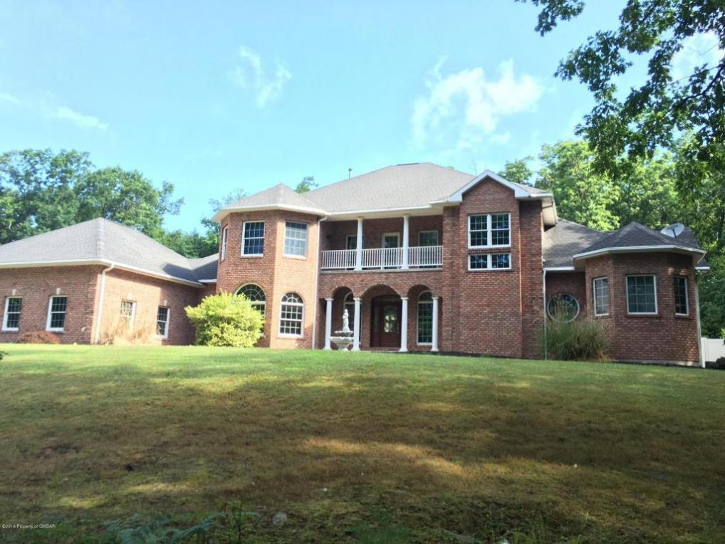 57 Beverly Dr, Lakeville, PA 18438