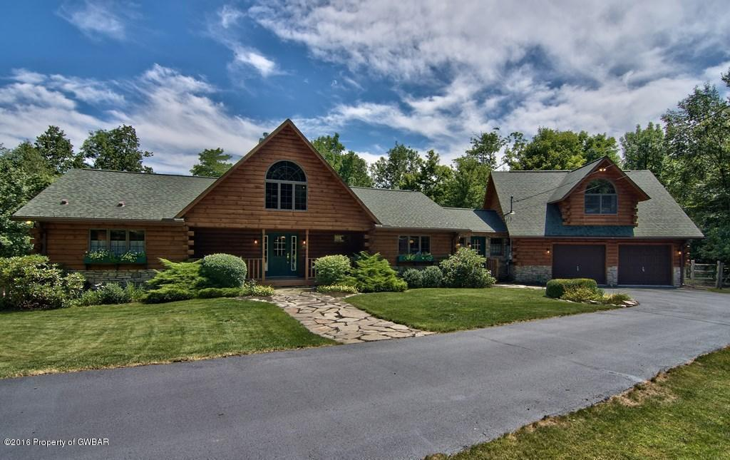 40 Laurel Hill Dr, Moscow, PA 18444