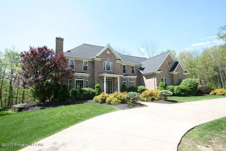 136 Scenicview Drive, Dallas, PA 18612