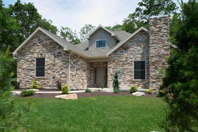 Photo of 345 Turnberry Ln, Hazle Twp, PA 18202