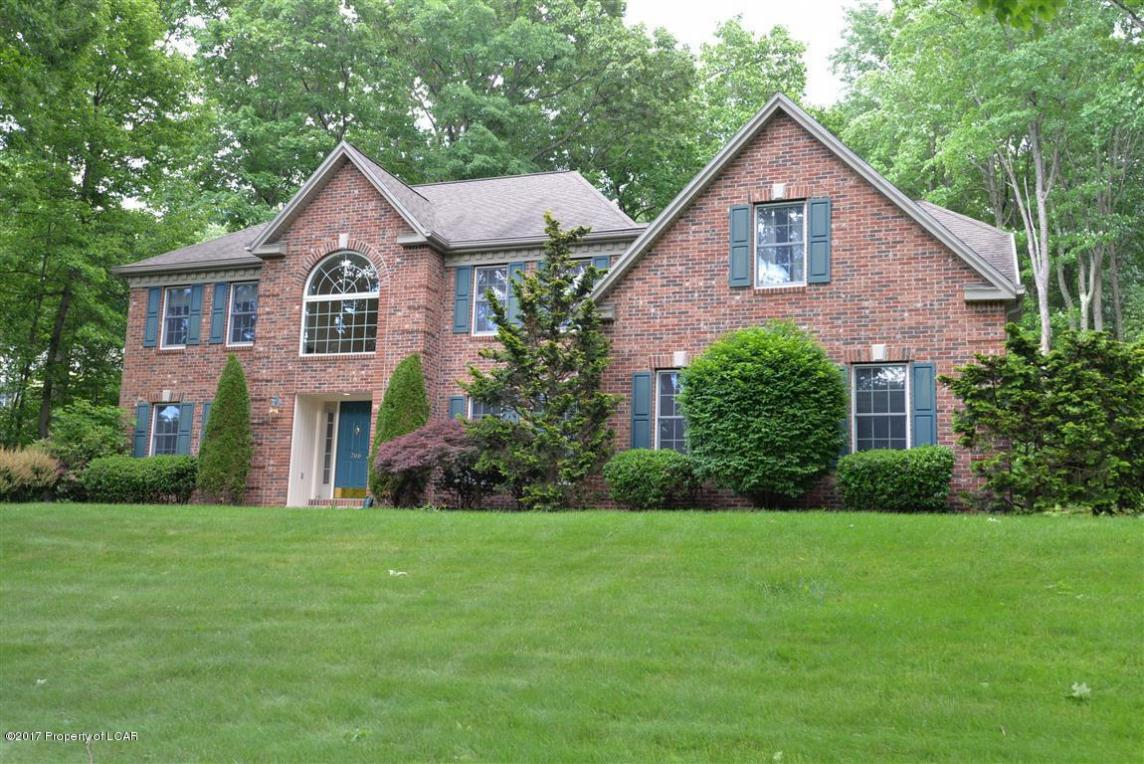 266 Deer Run Drive, Mountain Top, PA 18707