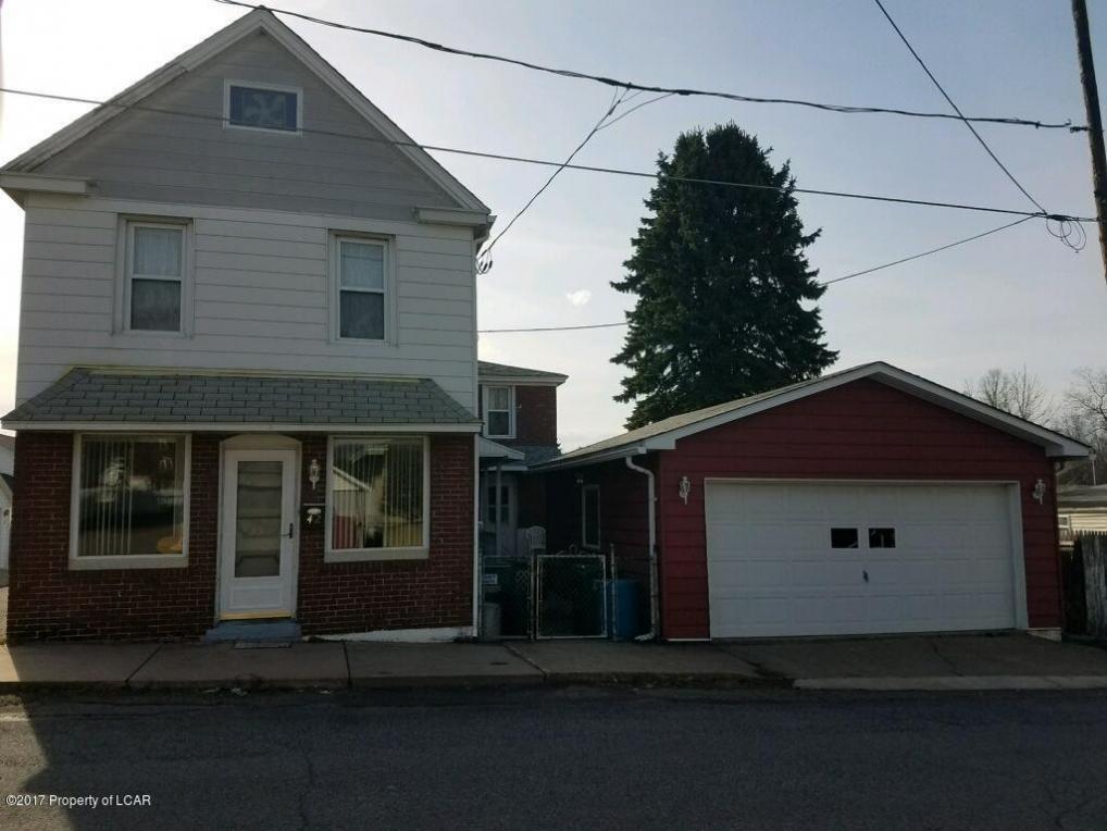 42 N Manning St, Mcadoo, PA 18237