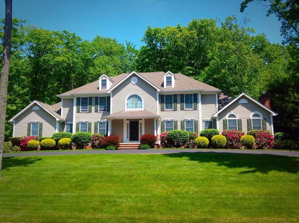 137 Timberwood Drive, Mountain Top, PA 18707