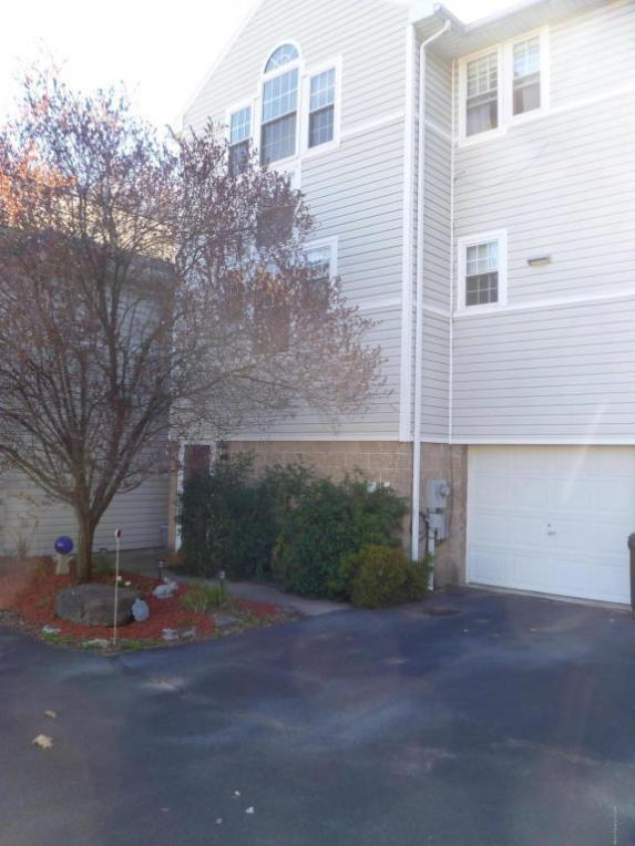 95 Allenberry Dr, Hanover Township, PA 18706