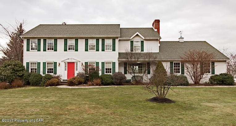 12 Doe Dr, Dallas, PA 18612