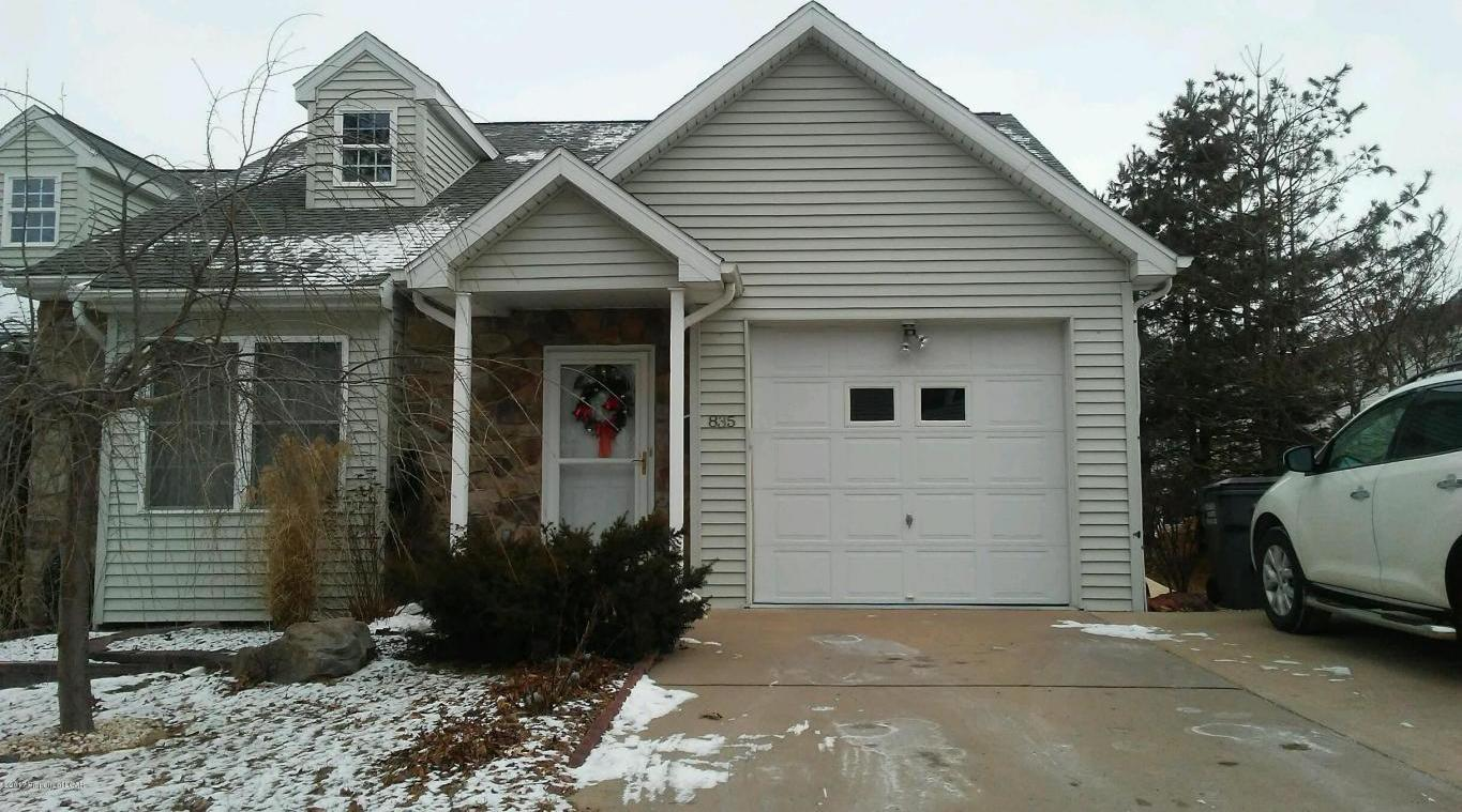 4 Bedroom Modern Townhouse - Beautiful!!