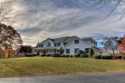 Photo of 360 Upper Demunds Rd, Dallas, PA 18612