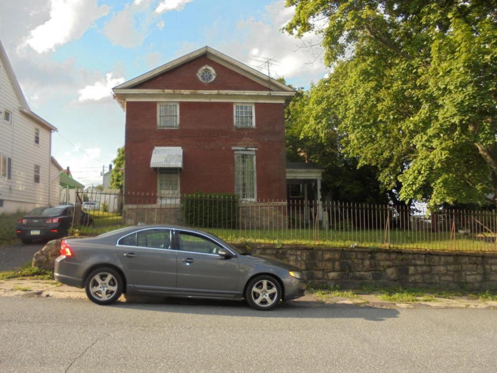 921 Walnut St, Freeland, PA 18224
