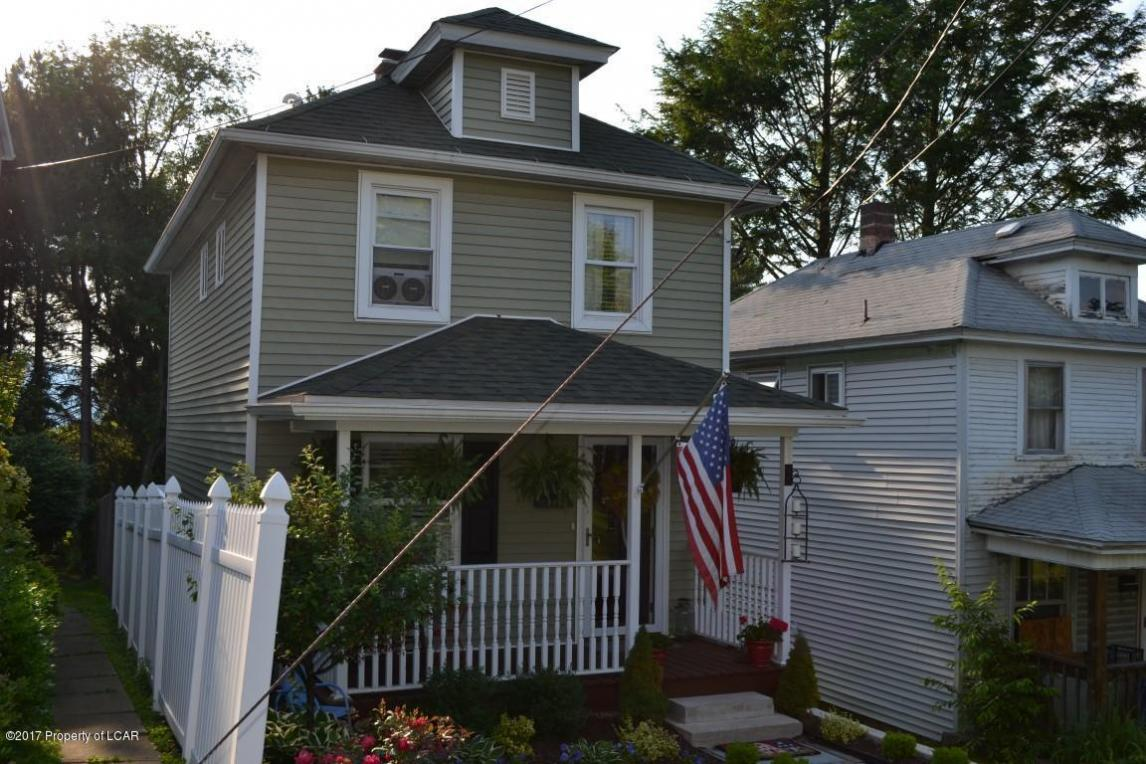 111 Coppernick St, Throop, PA 18512