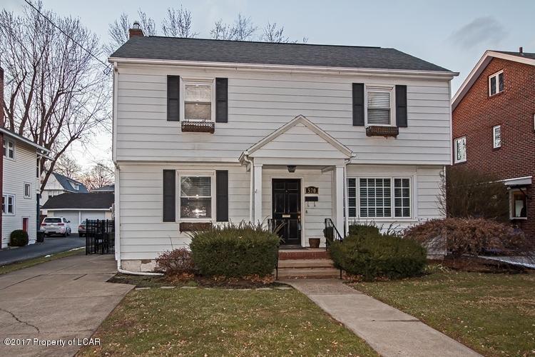 570 Meadowland Ave, Kingston, PA 18704