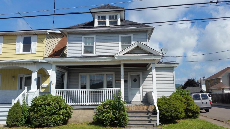 121 Lyndwood Avenue, Hanover Township, PA 18706