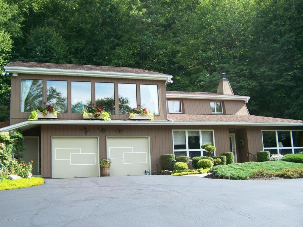 34 Woods Path Ln, Sugarloaf, PA 18249