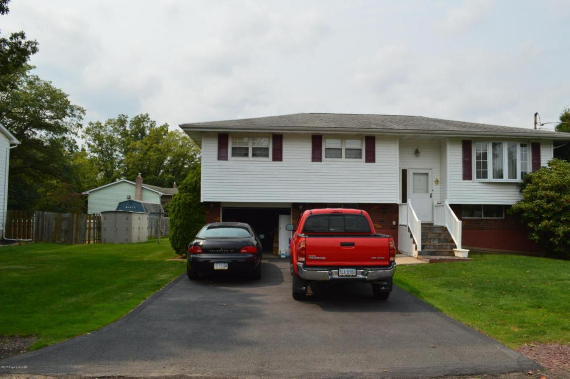20 Charter Dr, Mountain Top, PA 18707