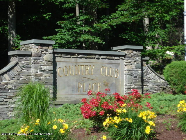 2 Country Club Pl, Clarks Summit, PA 18411