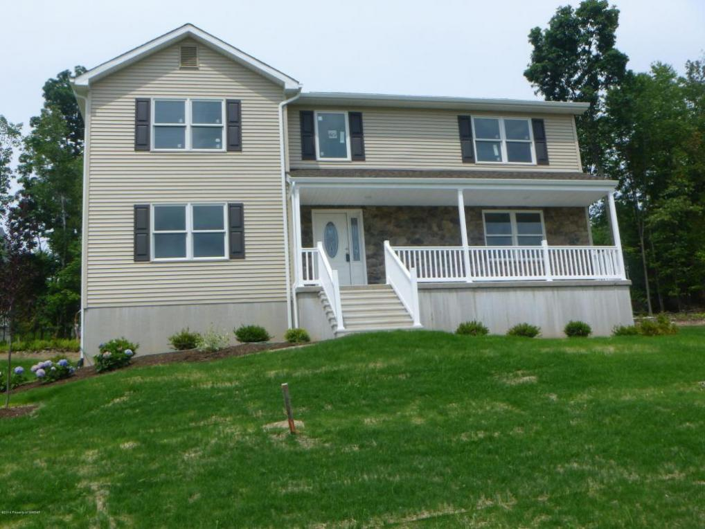 9 General Pulaski St, Mountain Top, PA 18707