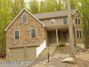 Photo of 43 Muskegon Cir, Hazle Twp, PA 18202