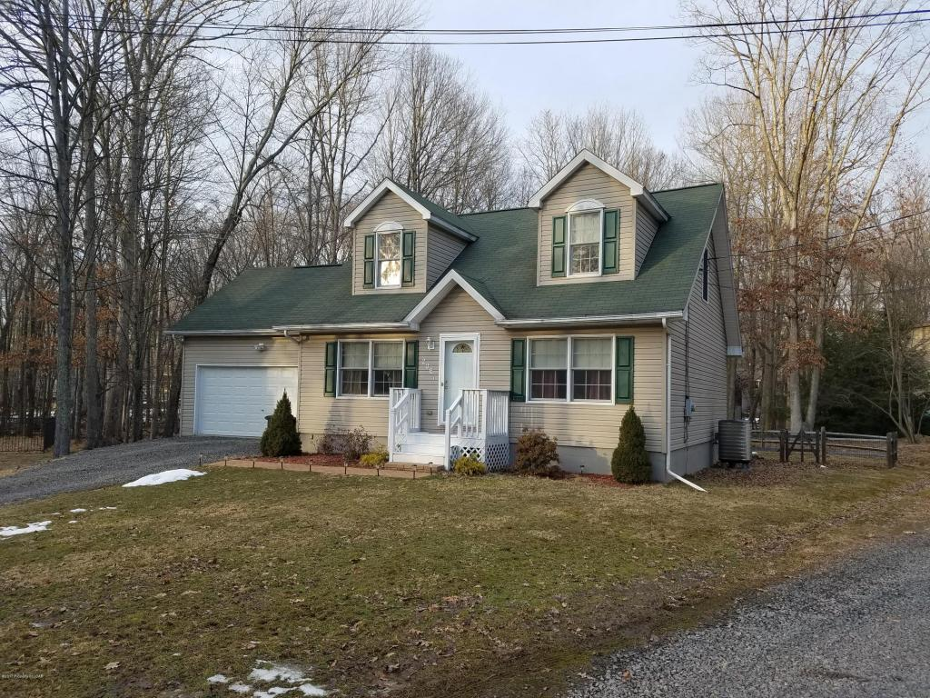 4 Bedroom Cape Cod in Beech Mountain Lakes