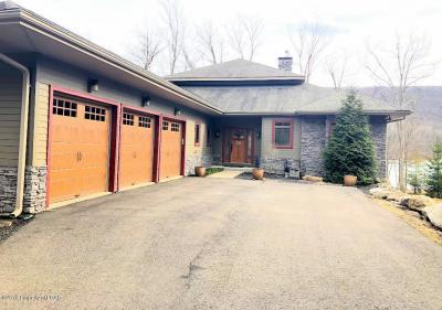 Photo of 272 Lake Valley Dr, Hazleton, PA 18202