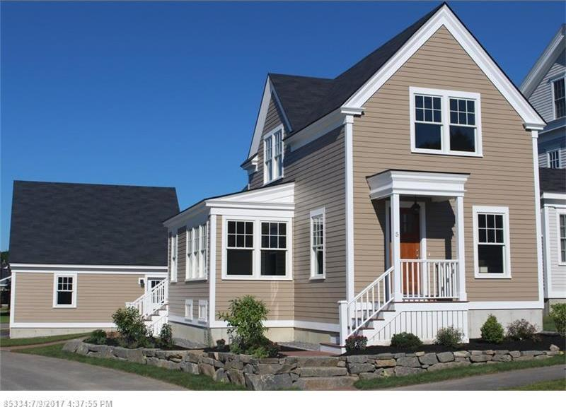 5 Classical Ln, Scarborough, Maine 04074
