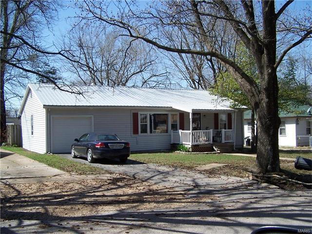 329 North Seymour, St James, MO 65559