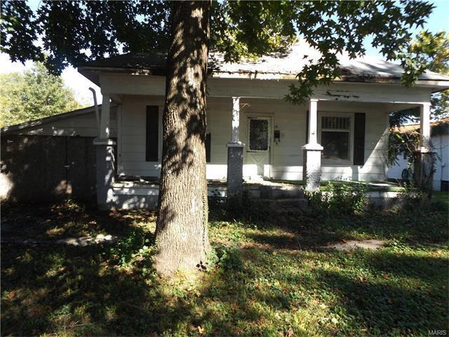 215 West Springfield, St James, MO 65559