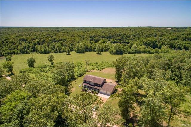538 Spring Lake, Bourbon, MO 65441