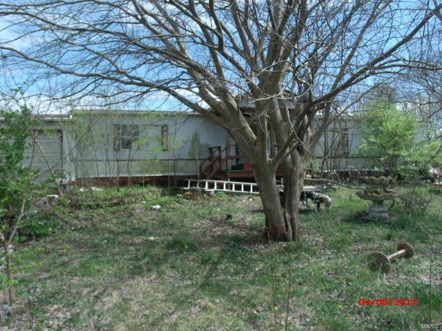 38 Ole Dirt Road, Bourbon, MO 65441