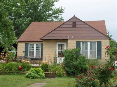 704 Jersey Ave, Belle, MO 65013