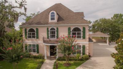 Photo of 2555 S Shore Dr, Biloxi, MS 39532