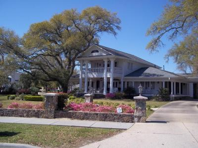 Photo of 855 E Scenic Dr, Pass Christian, MS 39571