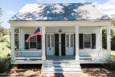 Photo of 341 Main St, Bay St. Louis, MS 39520