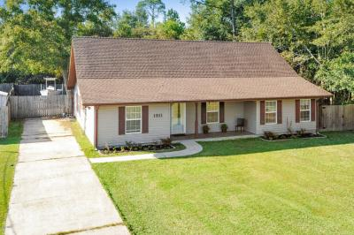 Photo of 1811 Henderson St, Waveland, MS 39576