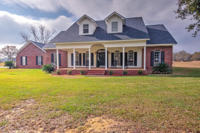 Photo of 21501 Williamsburg Ln, Moss Point, MS 39562