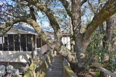 Photo of 9101 Riverlodge Dr, Moss Point, MS 39562