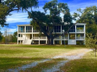 Photo of 732 S Beach Blvd, Waveland, MS 39576