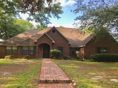Photo of 2431 Pintail Ln, Moss Point, MS 39563