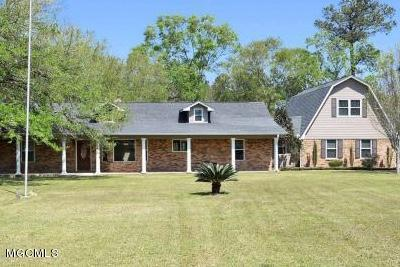 Photo of 6606 Wooded Acres Rd, Vancleave, MS 39565