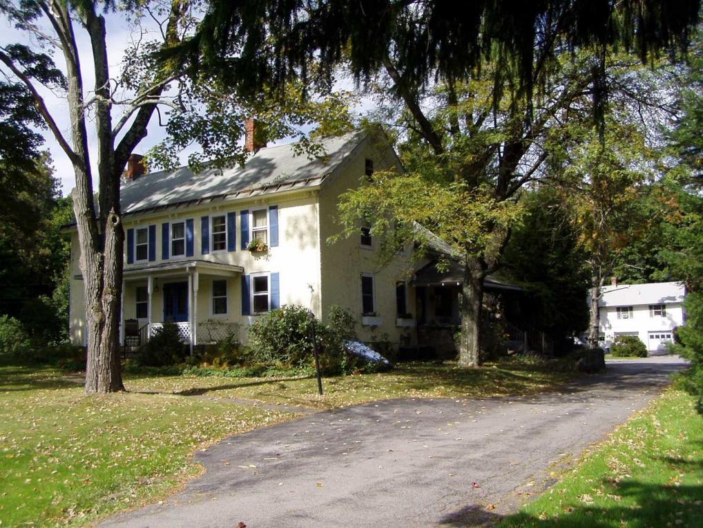 39 W Dorsey Ln, Hyde Park, NY 12538