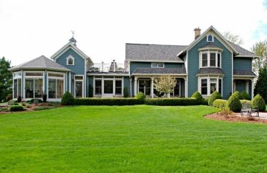 12921 N Fox Hollow Rd, Mequon, WI 53097