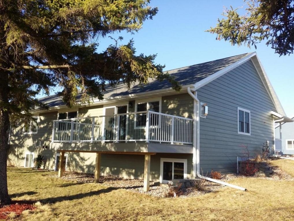 319 16th Fairway Cir, Viroqua, WI 54665