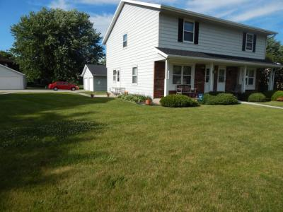 1430 Honeysuckle Rd, Hartford, WI 53027