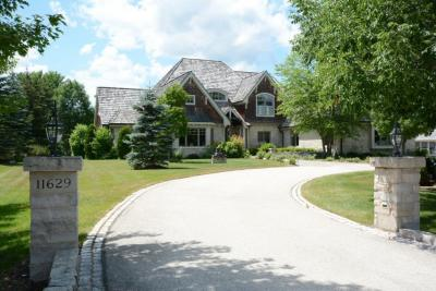 Photo of 11629 N Canterbury Dr, Mequon, WI 53092