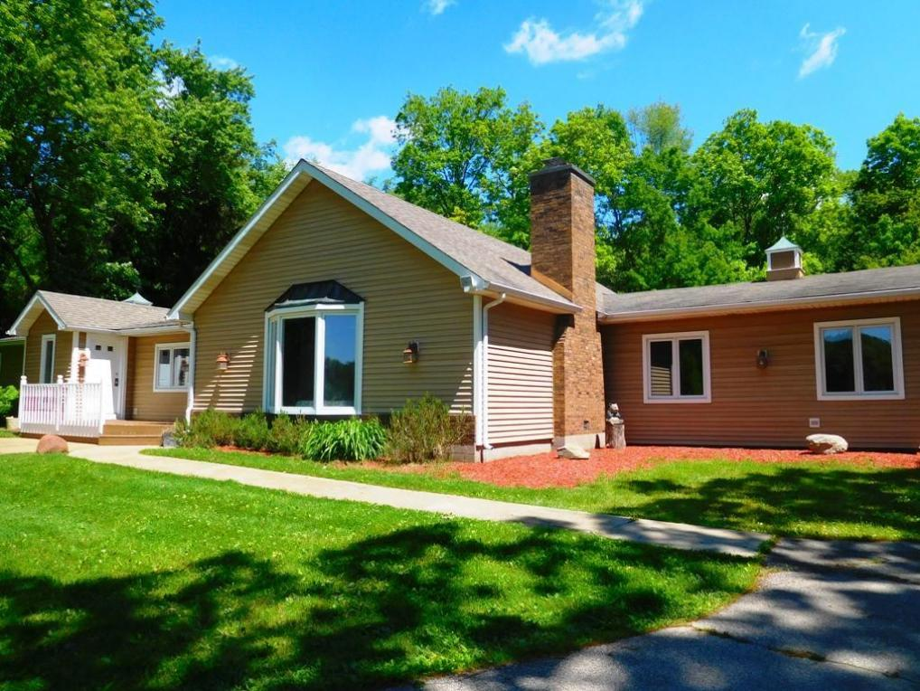 N7100 Brown Rd, Richmond, WI 53190